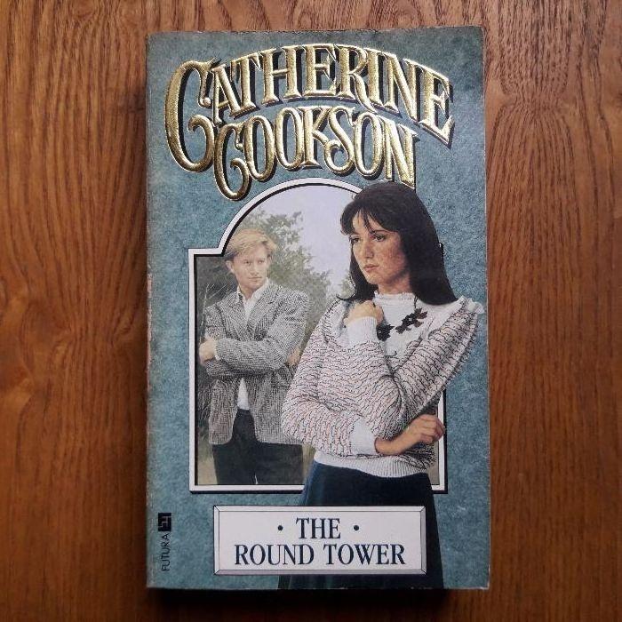 Продавам оригинална английска книга The Round Tower на Сatherine Cooks