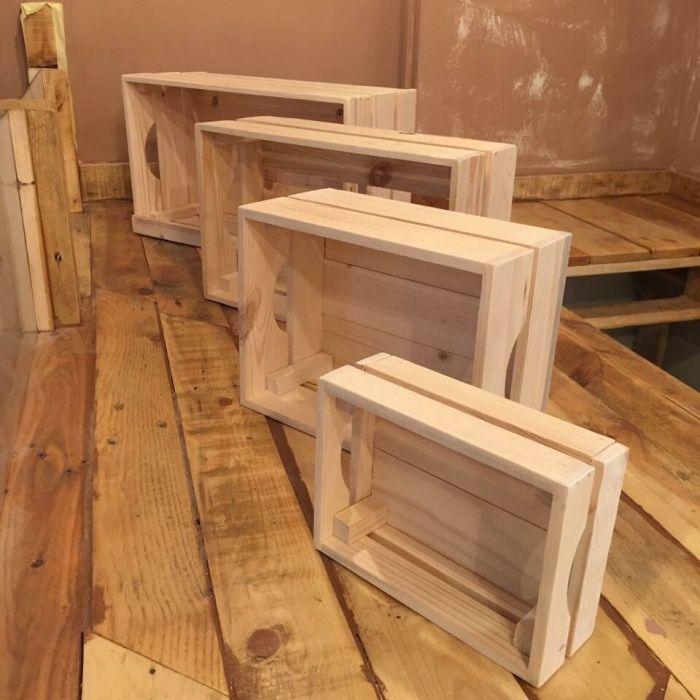 Малка декоративна дървена щайга