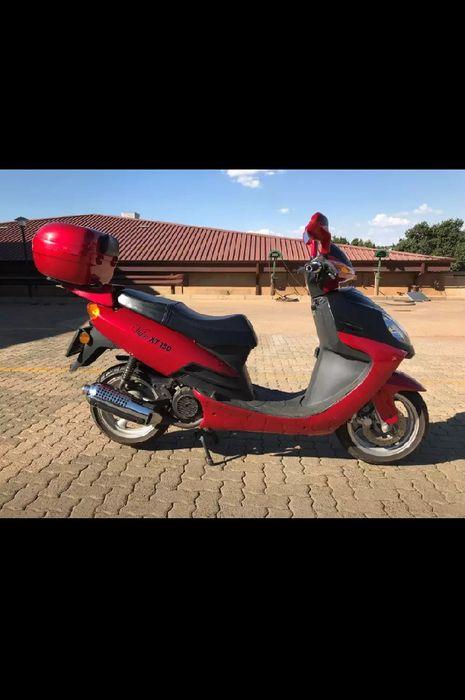 Vuka scooter XT150