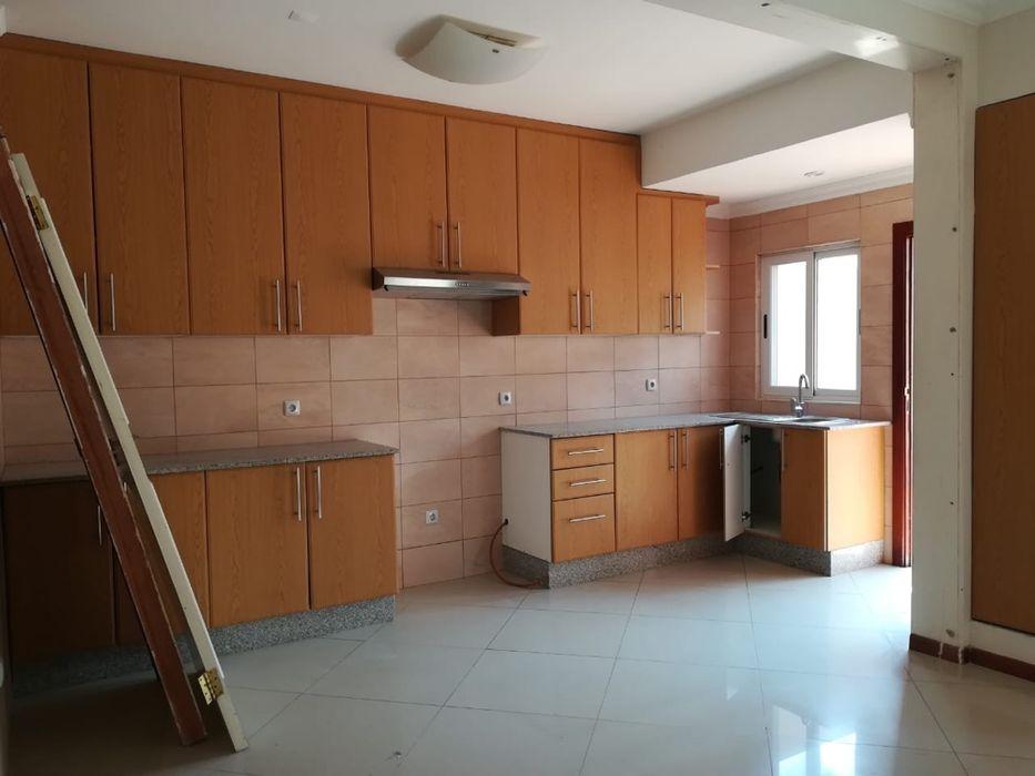 Arrenda se Moradia t4+1 na sommerschield Cozinha Moderna 4-quartos Sommerschield - imagem 3