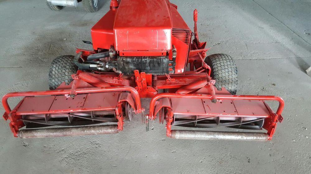 Masina tuns gazon tractoras Toro elicoidala