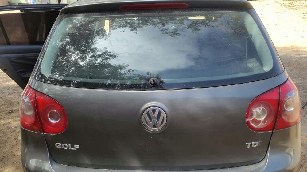 Vendo este carro acidentado para quem têm um vw jetta ou vw passat tdi
