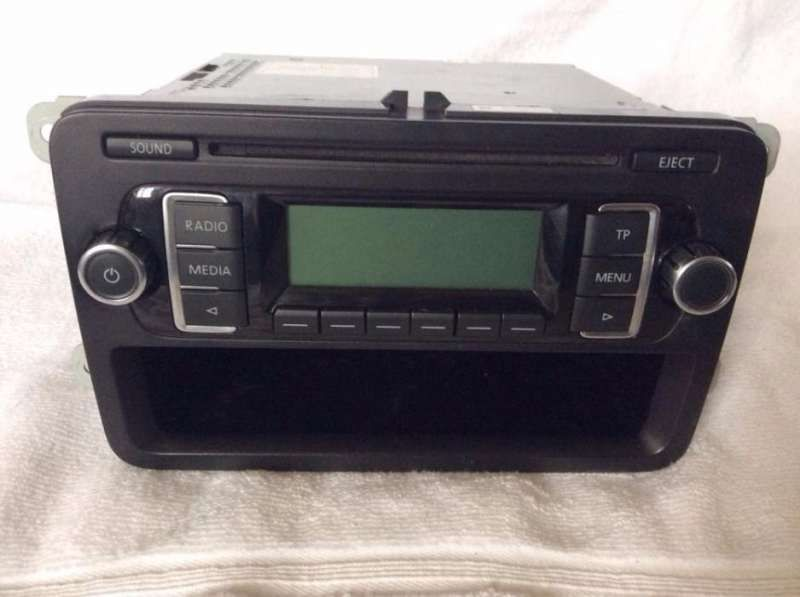 Продавам оригинален CD - MP3 Player за VW Polo , Golf , Passat , Toura