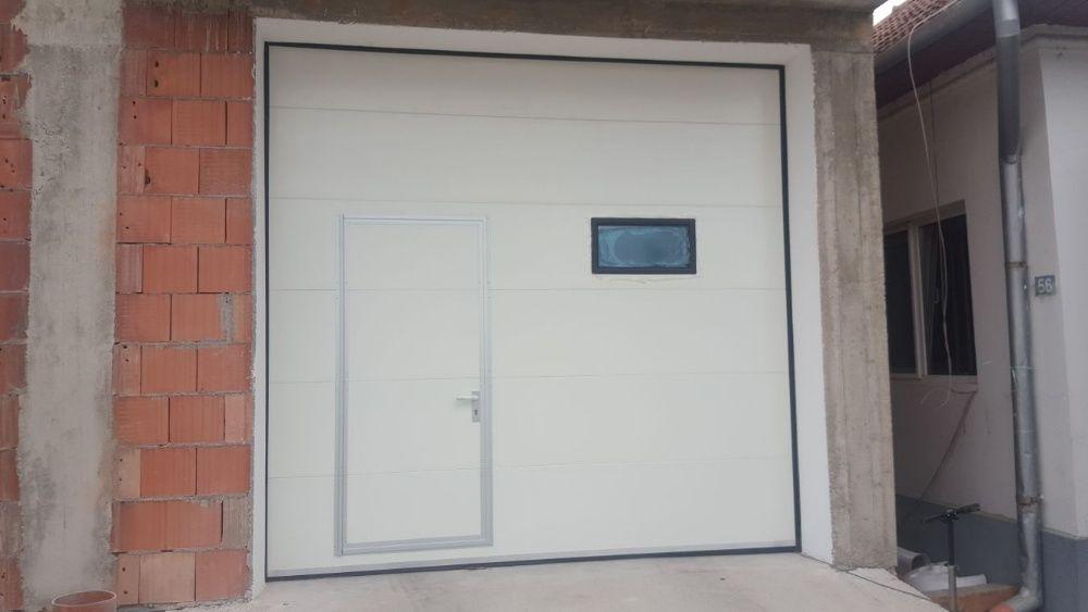 Uși de garaj 3000*2500 Albe acces pietonal + 1x Geam
