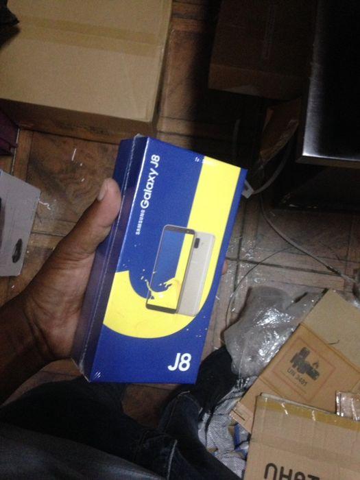 J8 na caixa com todos acessórios