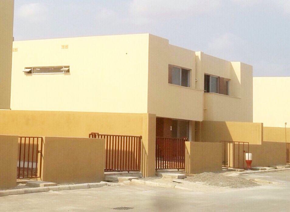 Vendemos Vivenda T4 Condomínio Arco-íris em Camama
