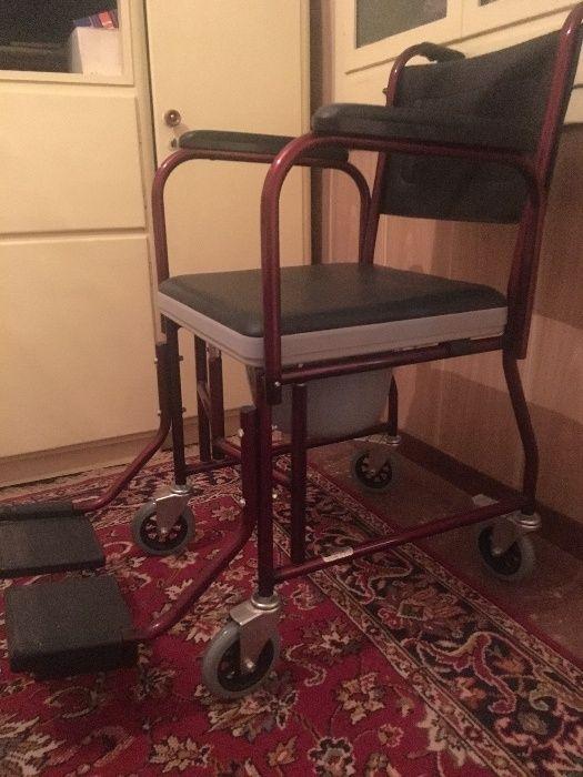 Нов инвалиден стол за баня и тоалет