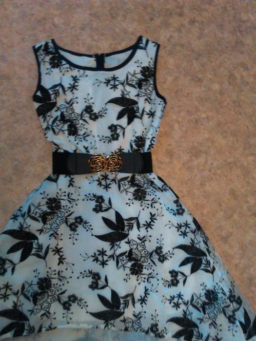 Платье на девушку р.44