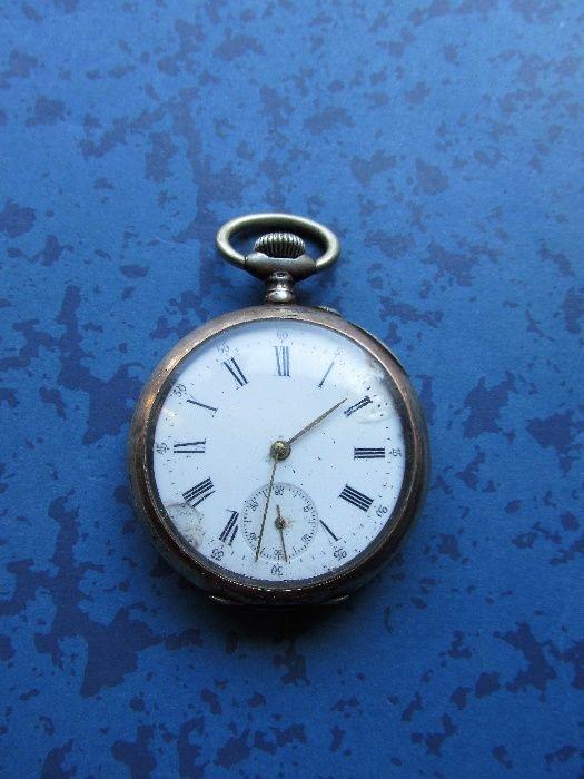 стар сребърен джобен часовник