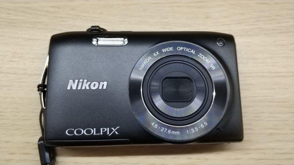 Фотоапарат Nikon Coolpix S3300 с памет и пълен пакет аксесоари