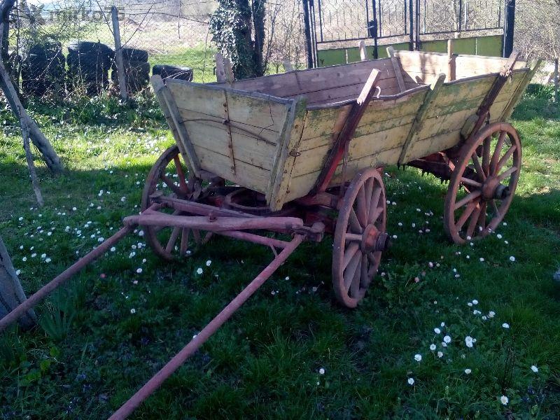 дървени колела от каруца за декорация