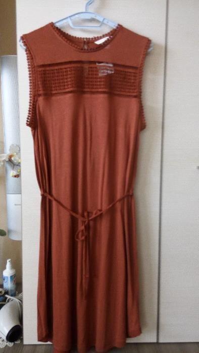 НОВА с етикета рокля на НМ , памук, ефирна прохладна с прекрасен данте