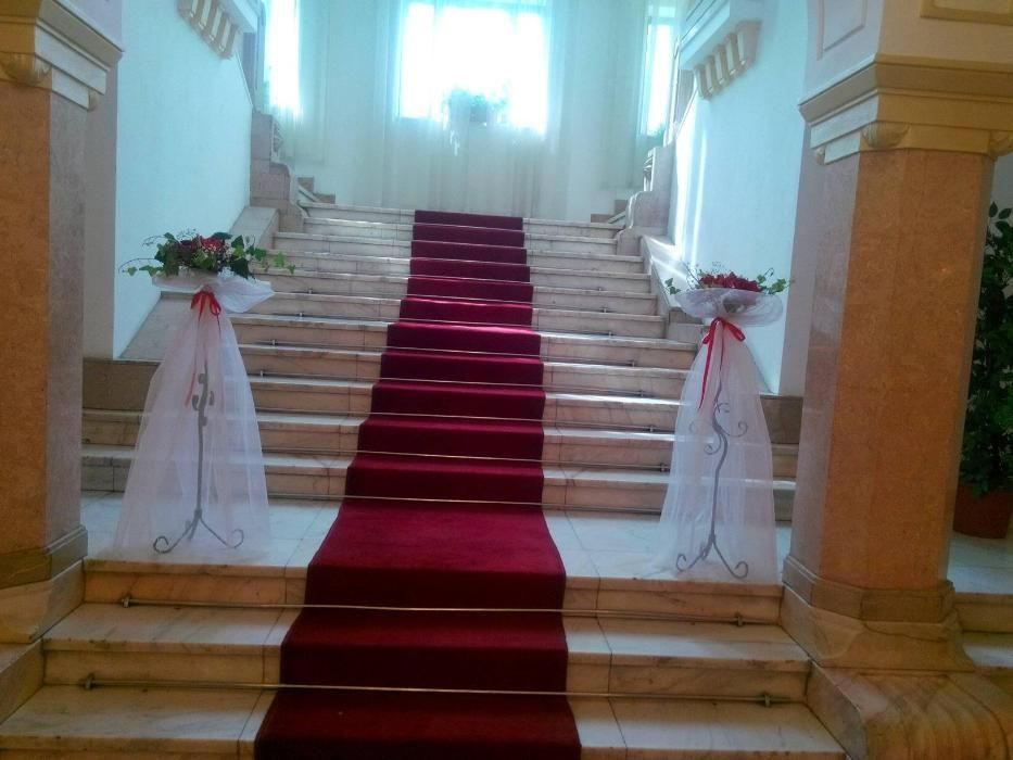 Vand stâlpisori si sevalet pentru Nunta