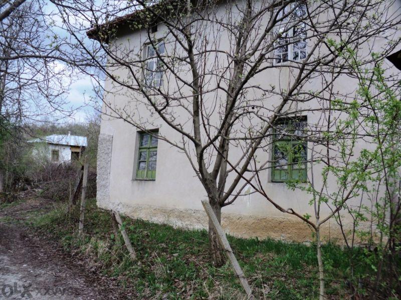 Къща до Гложенски манастир изгодно