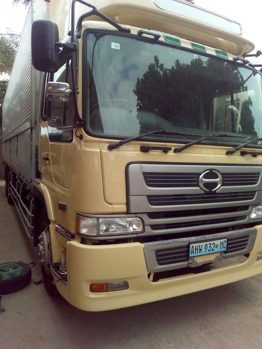Vendo camião recém chegado; para Road Show ou carga.