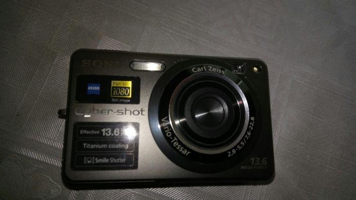 Продавам фотоапарат Sony DSC-W300