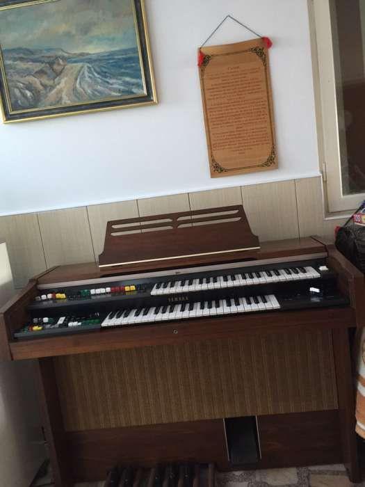 vând pianina impecabila pian YAMAHA B50N