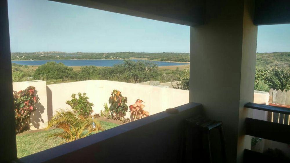 Vende-se está propriedade próximo a praia de Bilene com a lagoa privad