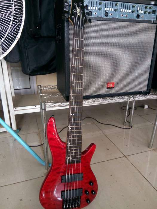 Unico... De 6 cordas.. guitarra baixo marca LAZER