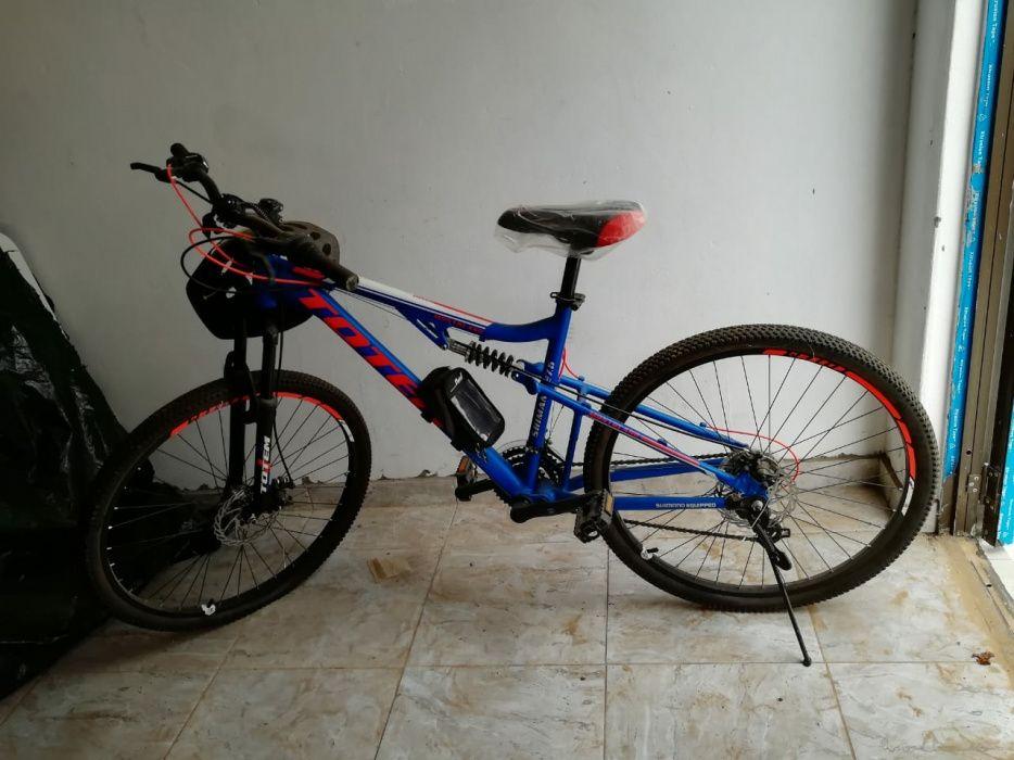 Bicicleta azul nova