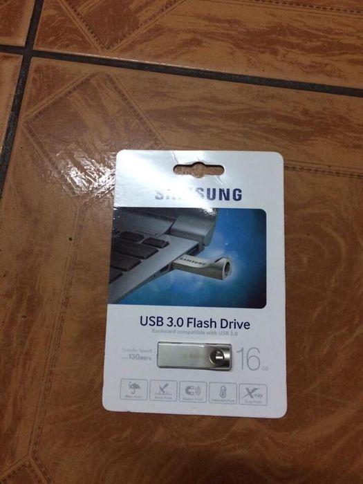 Flash Samsung metalico 16gb