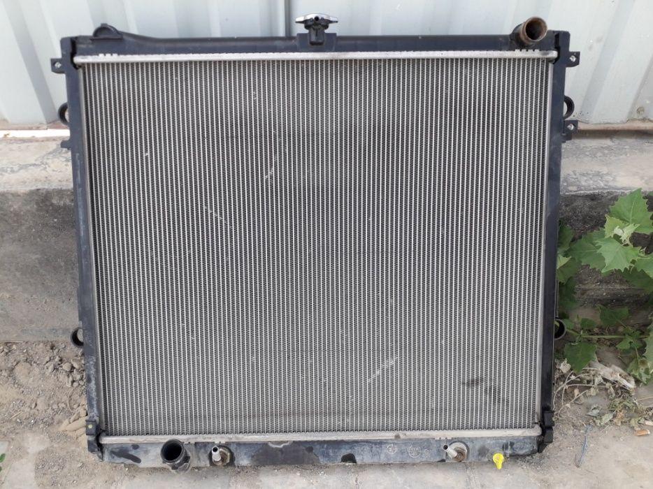Продается радиатор на ланд крузер 200