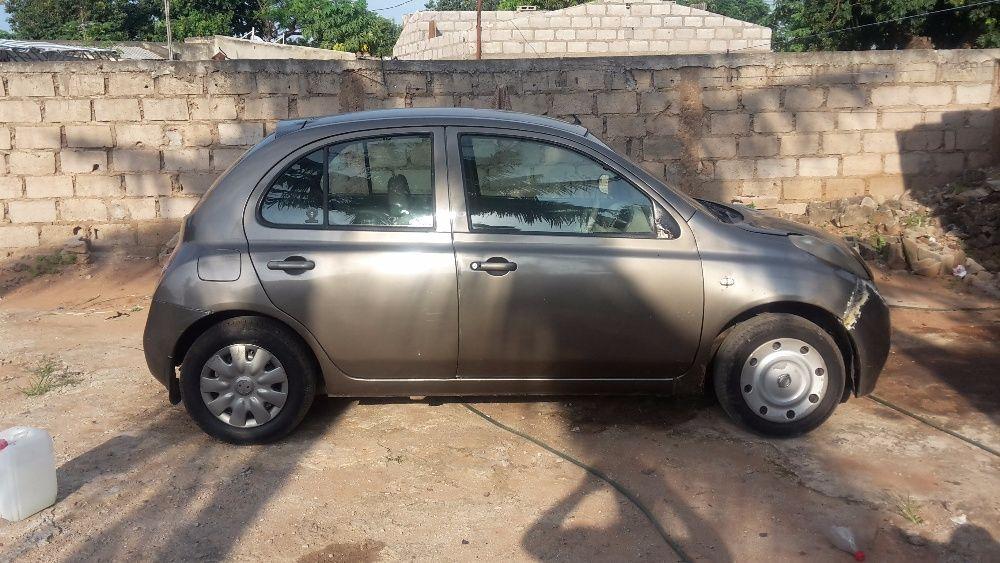 A venda Nissan murch requerendo pouco retoques, pintar ainda no bambe