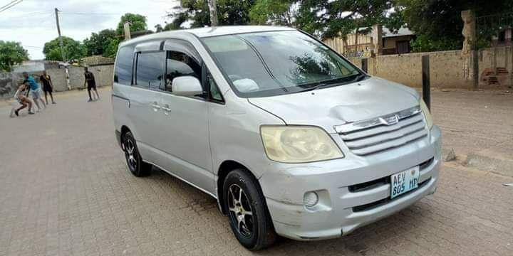 Vendo Toyota noah clean
