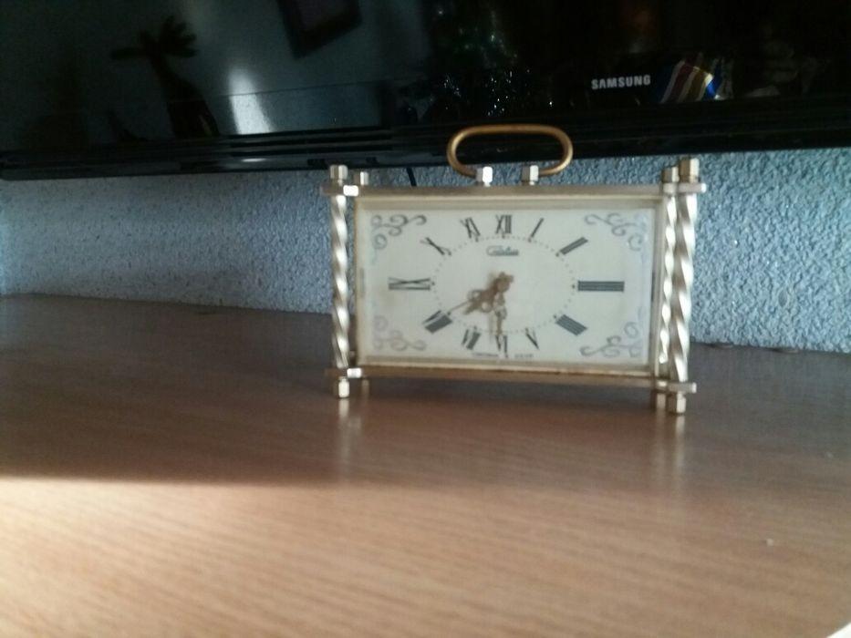 Часы будильник.