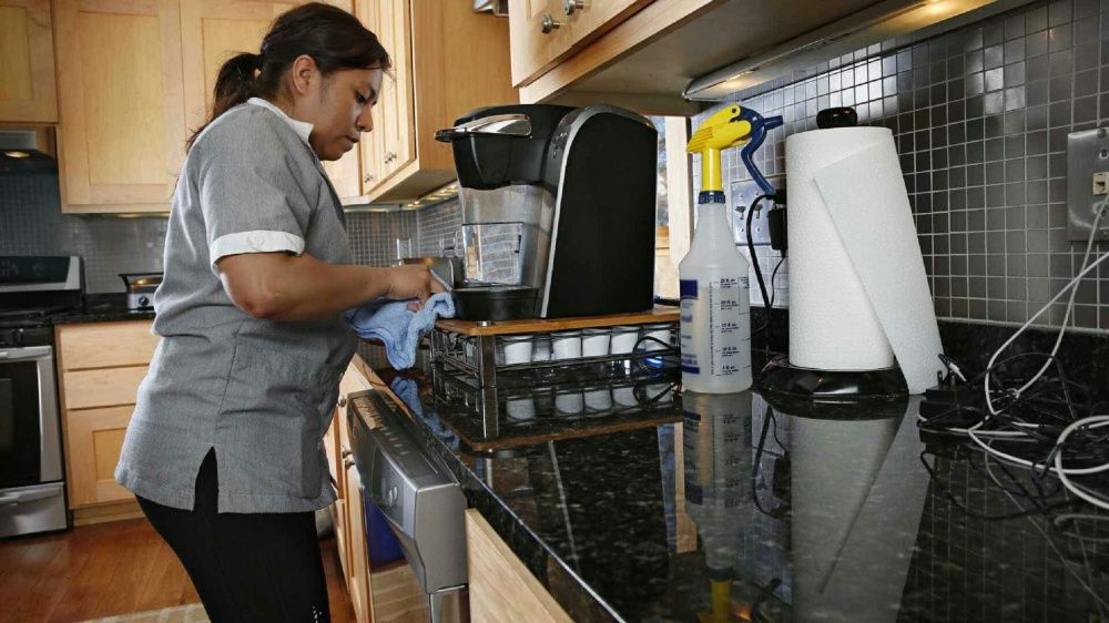 Temos disponível para si Empregadas domésticas residentes.