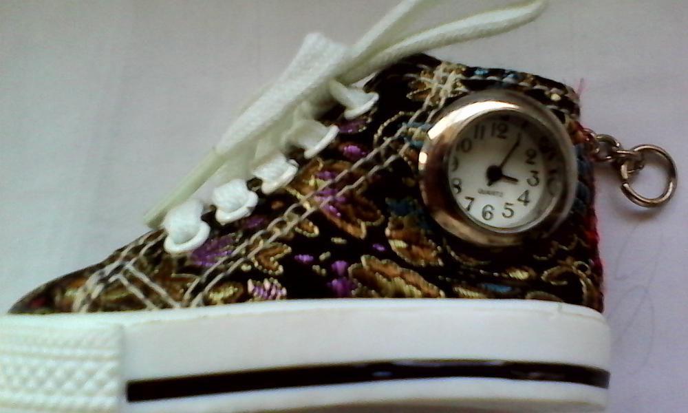 Vand breloc cu ceas quartz