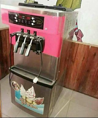 Máquina de gelado a venda