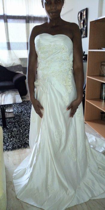 Vestido de noiva cai cai,veste tamanho 28,30 tamanho small
