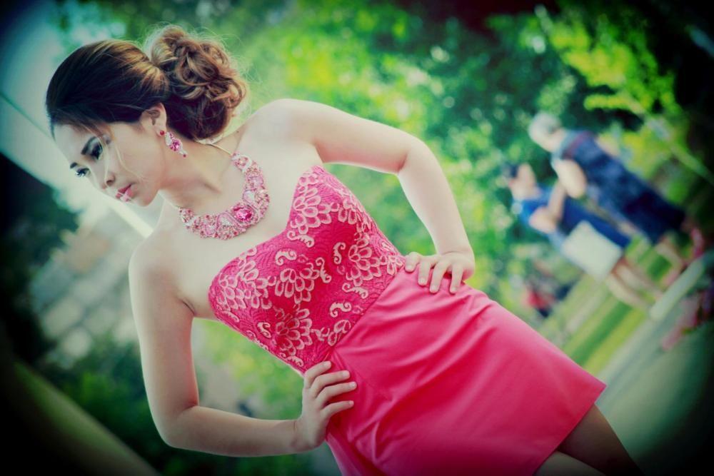 Продам коктейльное платье со шлейфом(на выпускной )