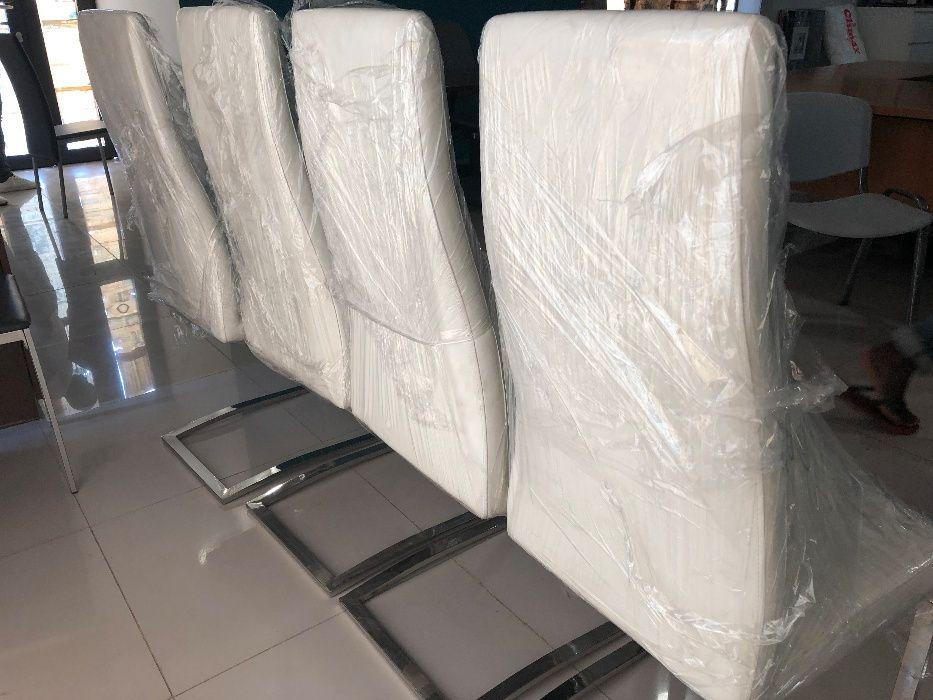 Vendo Conjunto 4 Cadeiras Pele Branca e estrutura inox NOVAS