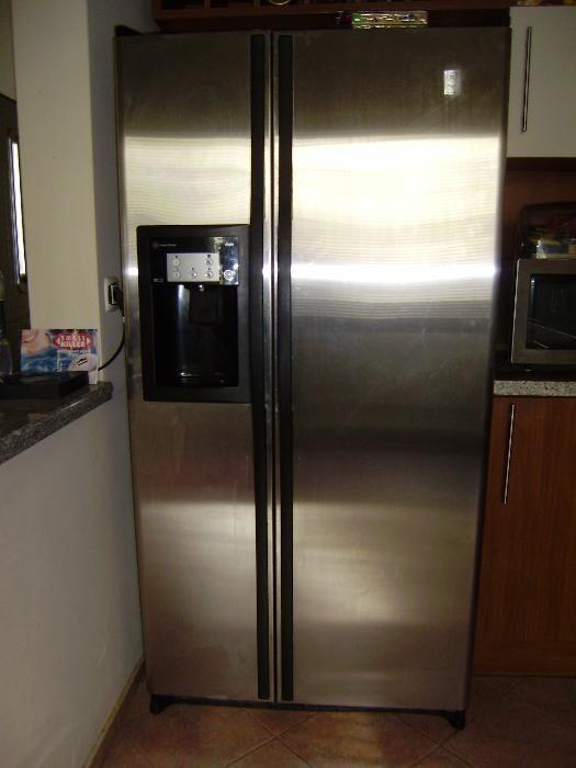 Двукрилен хладилник Side by side Дженерал Електрик Инокс