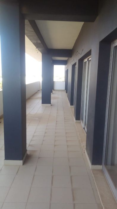 Arrenda-se Apartamento T4 Semi - Mobilado - Edifício Safira