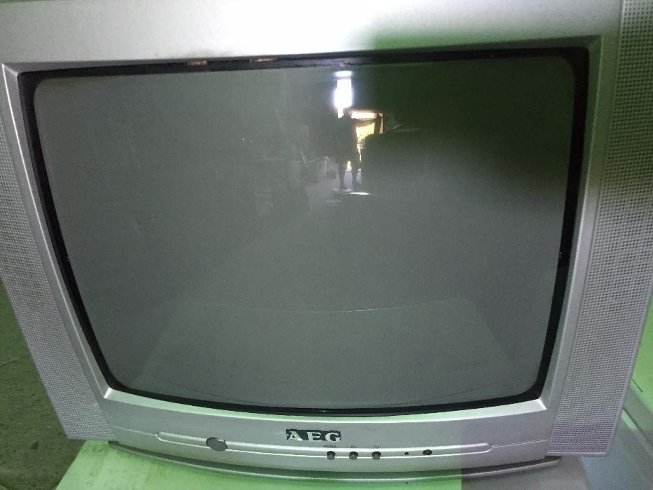 Televizor color cu tub marca AEG