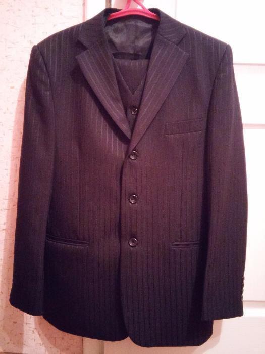 Продам костюм мужской 42 размер