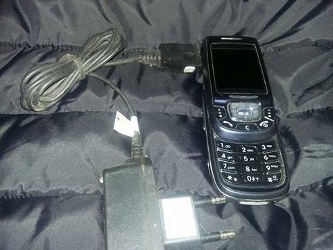 telefon samsung clasic,telefon mobil cu tastatura pe sina +incarcator