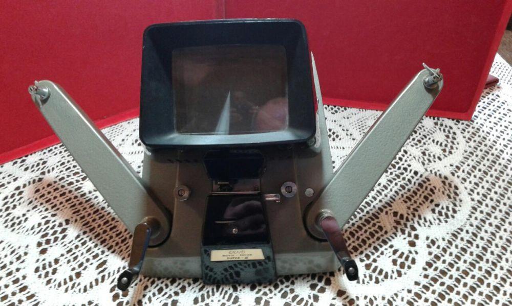 Фотоапарат и уред за преглеждане и пренавиване на стари филмови ленти.