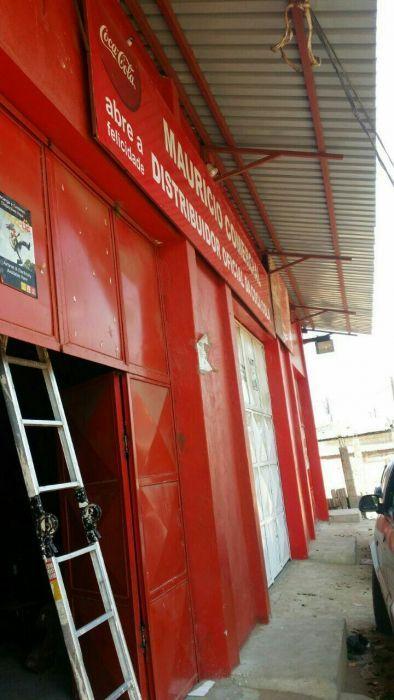 Arrenda se esse armazém em Romão No Mercado, com Escritórios