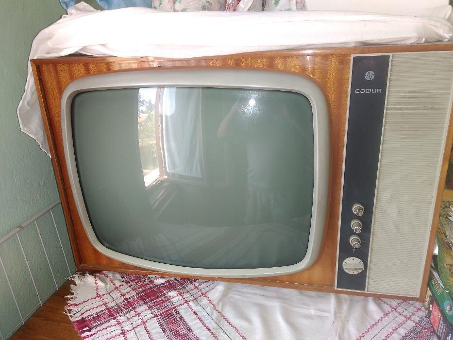 Стар телевизор