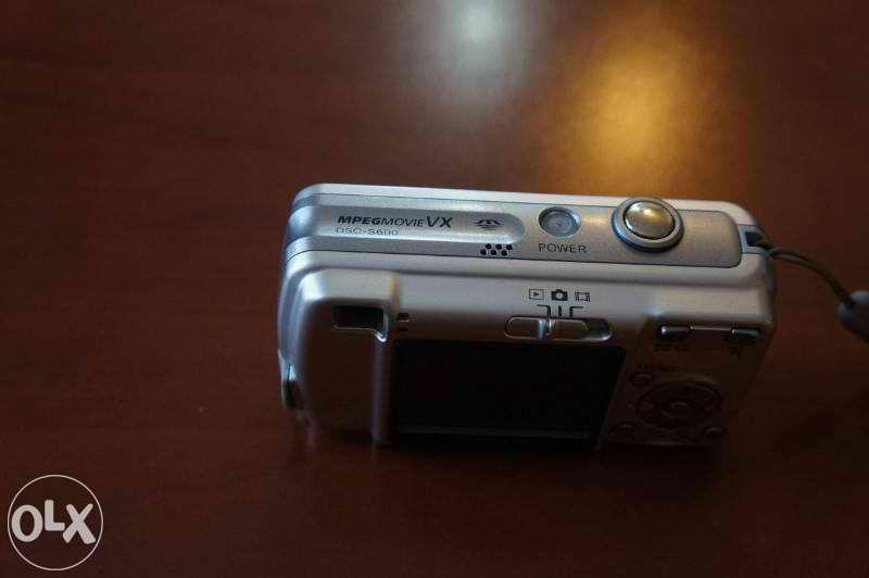 Продавам Sony cyber-shot dsc-s600