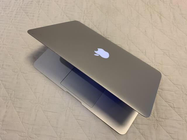 """MacBook Air 11"""" (polegadas) com disco 64SSD core i5 memória de 4gigas"""