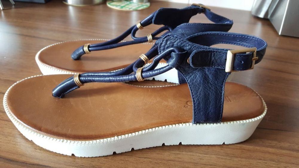 Vând sandale piele INUOVO