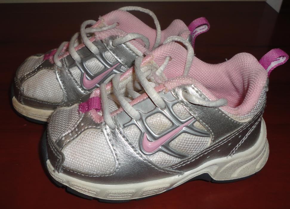 Adidasi Nike fetite nr 19
