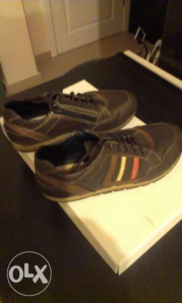 Продавам кожени обувки размер 34