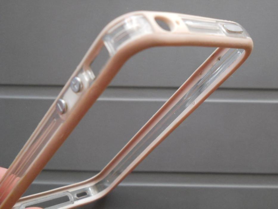 iPhone 4 bumper de protectie, stare buna, culoare bej