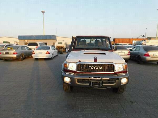 Toyota Land Cruiser pickup a venda